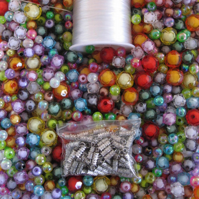Les perles existent dans un grand nombre de formats et de couleurs. Les possibilités qu'elles offrent pour la création de bijoux sont infinies. Notre site de perles en ligne propose un très large choix de perles .